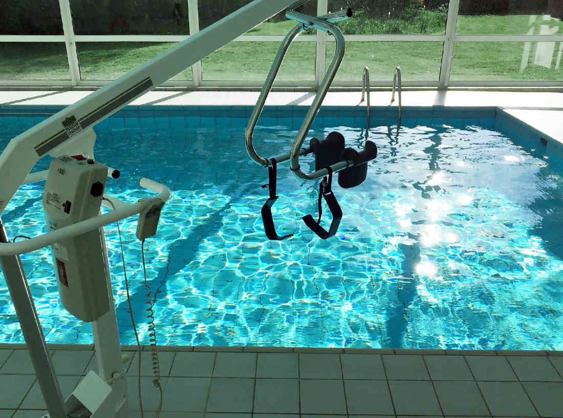 Schwimmbad mit Lifter